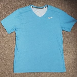 💙 Gently used Women's Nike T-shirt size L